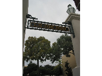 The side exit, that leads to Santa Barbara Museum of Art on the left, and the courthouse on the right.