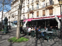 Cafe culture at L'Avenue, a brasserie near Laumiere metro station.