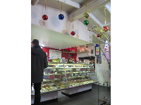 Sun-N-Buns Bakery decorated for Christmastime.