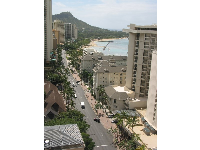 Kalakaua Avenue, the white Moana Surfrider, Duke Kahanamoku Statue Beach, and the Waikiki Ocean Swimming Pool. Aaah, Waikiki is so nice!