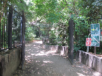 The south gate near Red Oak Drive.
