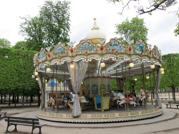 The adorable carousel which plays French children's music.