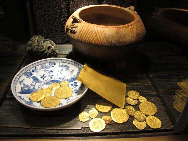 Pottery vessel from 1692, 18th century pure gold sheet, and gold coins from 1712.