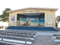 Hollywood Beach Theater, with the sea directly behind!