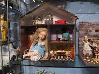 A scene from the Alice in Wonderland gallery.