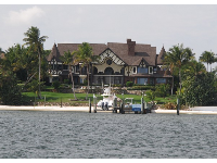 Beautiful mansion on the intracoastal waterway.