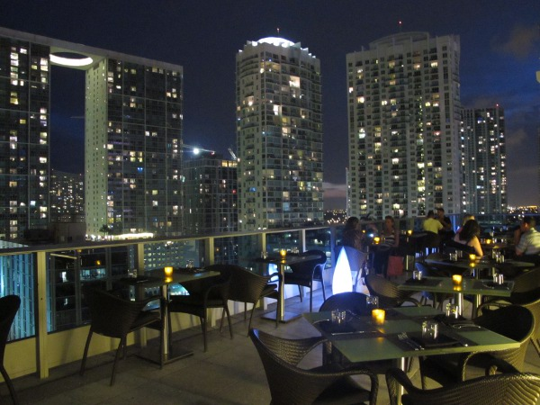 16th Floor Rooftop Restaurant Area 31 At Epic Hotel
