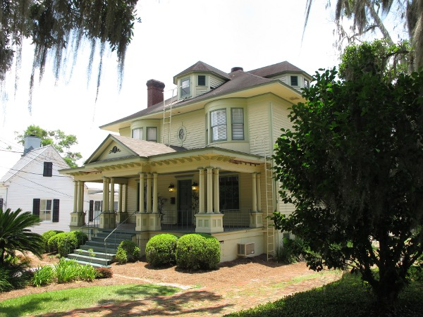 Historic home next to Knott House Museum.