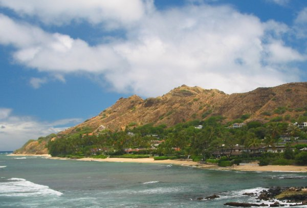 If you walk a while around the sand to the left after descending down to Diamond Head Beach, you will find these great swimming beaches.