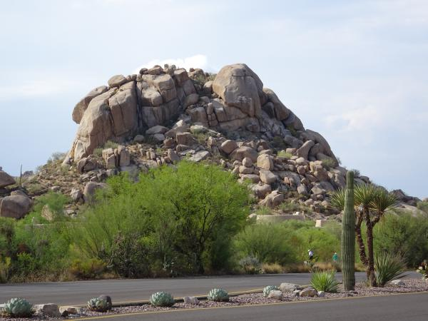 I love these Flintstones-style rock formations.