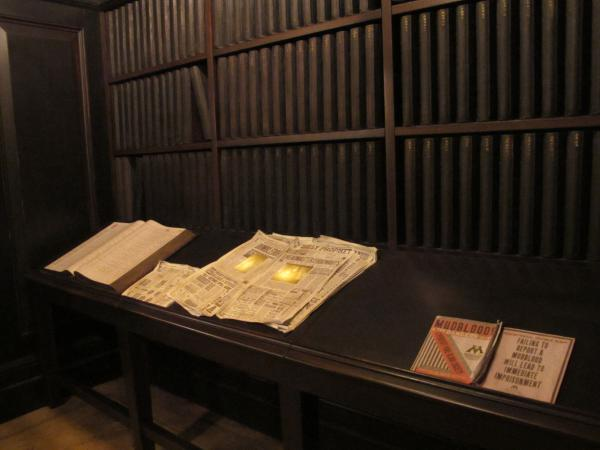 Newspapers lighting up! In the Harry Potter and Escape from Gringotts ride.