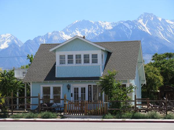 A cute house with incredible mountain views, in Independence CA, 15 minutes north.