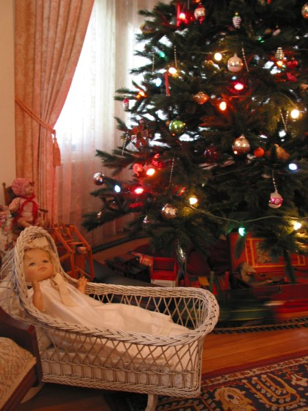 December is a nice time of year to visit Stow House, when it's decorated old-fashioned style.