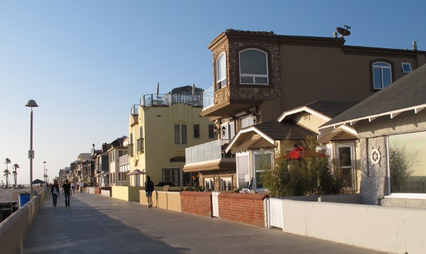 The boardwalk which you can follow to Hermosa Beach.